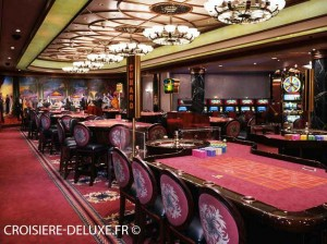 Salle du casino au sein du Queen Mary 2