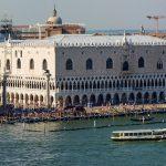 Palais des Doges à Venise lors d'une croisière romantique